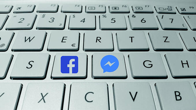 Keyboard with Facebook and Messenger icons on keys